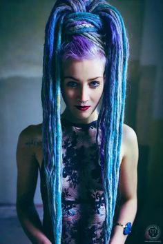 — Custom & premade synthetic dreads — - Home Dreads Rasta, Rasta Hair, Dreadlocks Girl, Faux Dreads, Dread Braids, Synthetic Dreadlocks, Dreadlock Hairstyles, Cool Hairstyles, Dreads Styles