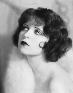 """Clara Bow, the original """"It Girl"""" was a famous silent film era star. She was known for her red curls. Check out the bangs. Look Vintage, Vintage Beauty, Vintage Hairstyles, Bob Hairstyles, 1920s Womens Hairstyles, Flapper Hairstyles, Short Curly Hair, Curly Hair Styles, 1920 Makeup"""