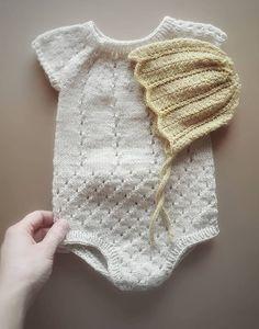 Lillemors-body :: Strikkefruen Baby Knitting Patterns, Lace Knitting, Knitting Designs, Knitting Stitches, Crochet For Kids, Diy Crochet, Crochet Baby, Onesie Pattern, Yarn Crafts For Kids