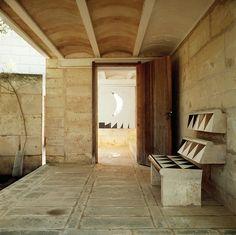 Jorn Utzon - Can Lis, Mallorca Mediterranean Architecture, Architecture Details, Landscape Architecture, Interior Architecture, Interior And Exterior, Jorn Utzon, Roof Ceiling, Casa Patio, Alvar Aalto