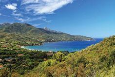 ILE D'ELBE, ITALIE. Rendue célèbre par Napoléon qui y fut exilé en 1814, on connaît moins l'île d'Elbe en tant que destination touristique. Située au large de la Toscane, elle est beaucoup moins prisée par les touristes que sa voisine la Corse.