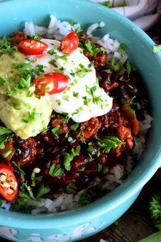Chorizo and Black Bean Chili Bowls - Lord Byron's Kitchen Chorizo Chili Recipe, Chorizo Sausage, Spicy Chili, Chili Recipes, Black Bean Chili, No Bean Chili, Black Beans, Vegan Ground Beef, Ground Beef Chili