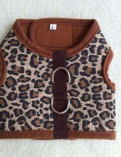 Aus der Kategorie Kleider  gibt es, zum Preis von   Für:Katzen, Hunde,<br />Saison:Jede Saison,<br />Typ:T-shirt,<br />Material:Terylen,<br />Eigenschaften:Leopard,<br />Farbe:Braun, Grün,<br />Größe:XXL, XL, L, M, S,<br />Brust:49-54cm, 38-42cm, 43-48cm, 33-37cm, 29-32cm,<br />Netto Gewicht (kg):S:0.032?M:0.037?L:0.046?XL:0.054?XXL:0.075,<br />Rücken (cm):S:7.5?M:10?L:11.5?XL:14?XXL:15.8,<br />Brust (cm):S:24?M:30?L:34?XL:42?XXL:50-55,<br />