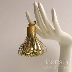 Tassel keychain pompom in metallic gold lambskin