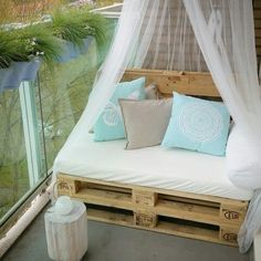 DIY Outdoor Pallet Sofa on my balcony (Furniture Designs Ideas) - DIY mit Paletten - Balcony Furniture Design Apartment Balcony Decorating, Diy Apartment Decor, Cozy Apartment, Apartment Furniture, Apartment Ideas, Apartment Balconies, Apartment Living, Pallet Exterior, Diy Terrasse