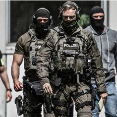 SEK Frankfurt - thank you for your service Military Gear, Military Police, Military Weapons, Military Equipment, Special Forces Gear, Military Special Forces, Ghost Soldiers, Airsoft, Tactical Operator