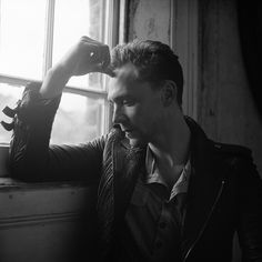 Tom Hiddleston photographed by Jason Hetherington. Via Torrilla.tumblr.com