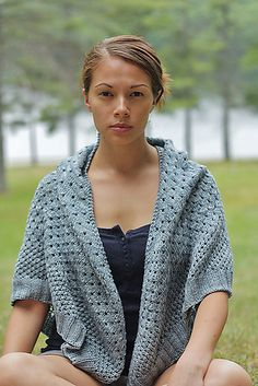 I've created a roundup of some beautiful free lace shawl knitting patterns. Lots of these patterns are in my own Ravelry queue. Knitted Poncho, Knitted Shawls, Knit Scarves, Knit Or Crochet, Crochet Shawl, Shawl Patterns, Knitting Patterns, Bolero, Knit Wrap