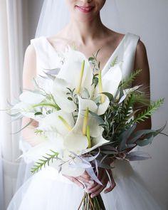 #お譲りはじめます ・ できたら手元に置いておきたかったのですが、眺めているよりも素敵な花嫁様に着ていただいた方がドレス達も喜ぶだろうと思い、意を決して 挙式、披露宴で着用したドレス、ベールをお譲りいたします トラブル等防ぐためいくつかお願いをさせていただきます。ご了承ください。  微力ながらでも、これからお式を控えられているプレ花嫁様のお力になれますように… ・ #manaのお譲りルール ------------------------------------- ✔️フォロワー様限定(これからのフォローでも歓迎です)非公開アカウントの方はこちらからのフォロー承認をお願いいたします。 ✔️投稿0の方はご遠慮させていただきます。 ✔️お譲り希望のものやご質問はDMにてお願いいたします。ご応募が多い場合は抽選とさせていただきます。 ✔️状態など記載させていただきますが、素人保管、検品になりますので気になる方はご遠慮ください。 ✔️ノークレーム、ノーリターンでお願いいたします。 ✔️決定後のキャンセルはご遠慮ください。…