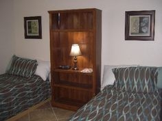 $160 2nd bedroom with 2 twin beds