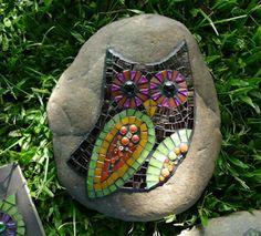 Love this little Owl mosaic Owl Mosaic, Mosaic Birds, Mosaic Art, Mosaic Glass, Stained Glass, Mosaic Rocks, Mosaic Stepping Stones, Mosaic Crafts, Mosaic Projects
