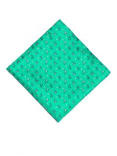 Pañuelo de seda, confeccionado en Italia, en color verde claro con estampado de diseño de aviones en color verde oscuro. www,soloio.com #silk#pocketsquare#suitup#suitupaccesories#menstyle#dapperman#dapperdetails#gentleman#menaccesories#pañuelodebolsillo#fazzoletto