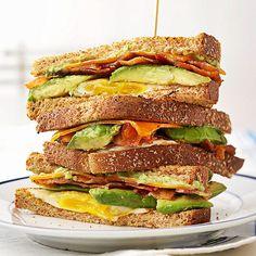 달걀 프라이 BLT 브렉퍼스트 샌드위치