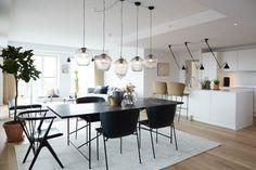 The Carlsberg City – Bohrs Tower by Handvärk Scandinavian Apartment, Scandinavian Style, Kitchen Dining, Dining Table, Sala Grande, Cool Lamps, Dining Room Design, Lighting Design, Home Kitchens