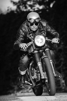 Old Rider with Cafe Racer. Cafe Racer Motorcycle, Motorcycle Style, Enfield Motorcycle, Style Cafe Racer, Hot Rods, Vintage Cafe, Classic Bikes, My Ride, Cool Bikes