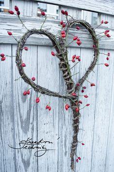 Podzimní věnce mnohokrát jinak: inspirace na tvoření   Kreativní Techniky Wreaths, Home Decor, Decoration Home, Door Wreaths, Room Decor, Deco Mesh Wreaths, Home Interior Design, Floral Arrangements, Garlands
