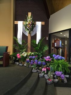 Easter morning - this is stunning! Easter Altar Decorations, Church Christmas Decorations, Easter Flower Arrangements, Easter Flowers, Altar Design, Church Design, Alter Decor, Easter Season, Easter Cross