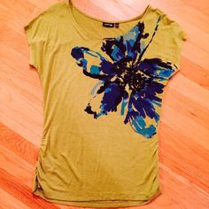 "Chartreuse tee-shirt with flower & sequins Apt. 9 chartreuse tee-shirt, blue & black flower with black sequins embellishment.  Slight ruching at sides for a flattering style.  Cap sleeve, size medium, pit to pit 18.5"" and 23"" long.  In excellent condition, pre-loved, but  only worn a few times.   All sequins intact.  Care/fabric tag has been cut out but this is cotton and machine washable (inside out for sequins)  Thank you for looking!  Bundle discount of 20% for 2+ listings! Apt. 9 Tops"