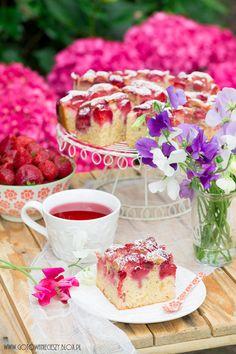 Strawberry cake / Ciasto z truskawkami Raspberry, Strawberry, Summer Picnic, Vanilla Cake, New Recipes, Tea Time, Camembert Cheese, Food And Drink, Sweets