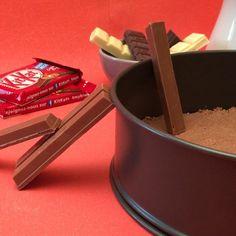 Le Gâteau au chocolat Kit Kat® - The Best Raw Dog Recipes Kit Kat Recipes, Dog Recipes, Easy Cake Recipes, Sweet Recipes, Baking Recipes, Tasty Videos, Food Videos, Diy Videos, Torta Kit Kat