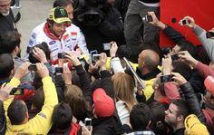 Valentino Rossi ritiro: su #Twitter la smentita del campione #sport #motociclismo #socialnetwork