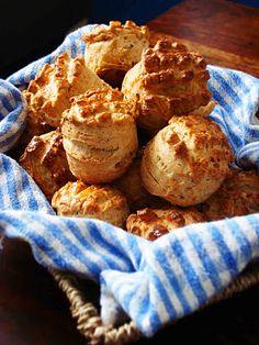 Töpörtyűs pogácsa Hungarian Cuisine, Hungarian Recipes, Seasoned Roasted Potatoes, Cookie Recipes, Vegan Recipes, Artisan Bread Recipes, Winter Food, Bakery, Food Porn
