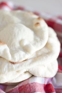 Syrian flatbread made with buttermilk Pita Recipes, Flatbread Recipes, Cooking Recipes, Tofu Recipes, Arabic Flatbread Recipe, Tagine Recipes, Yummy Recipes, Cooking Tips, Yummy Food