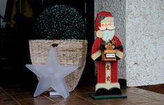 Die Haustürdeko kann jetzt wieder geändert werden. ... Nikolaus ist ja wieder auf dem Heimweg. Ich hoffe, er hat niemand vergessen, sonst muss halt auf`s nächste Jahr gehofft werden. :-)