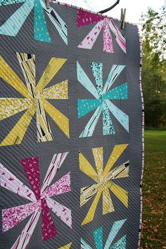 As promised, here's my latest Cartwheels quilt finish—this time in Violet Craft's Waterfront Park line. Quilting Tutorials, Quilting Projects, Quilting Designs, Diy Projects, Scrappy Quilts, Easy Quilts, Quilt Modernen, Quilt Making, Quilt Blocks