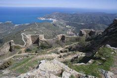 El Castell de Sant Salvador,situat al cim més alt de la Serra de Rodes.