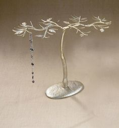 Large Natural Metal Jewelry Tree in Gold by Tripar International, http://www.amazon.com/dp/B0039UXNSO/ref=cm_sw_r_pi_dp_M.x8rb0BTX527