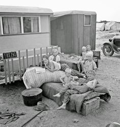 "Okie Tater Tots: ""Children from Chickasaw, Oklahoma, in a potato pickers' camp near Shafter, California."" Medium format nitrate negative by Dorothea Lange Vintage Pictures, Old Pictures, Old Photos, Marie Curie, Mahatma Gandhi, Dorothea Lange Photography, Migrant Worker, Dust Bowl, Great Depression"