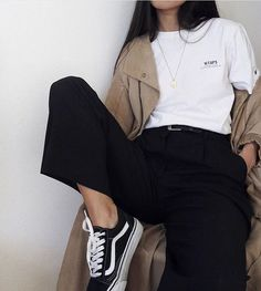 casual korean fashion that look stunning. Mode Outfits, Grunge Outfits, Fashion Outfits, Fashion Ideas, Vans Fashion, Black Outfit Grunge, Art Hoe Fashion, Campus Fashion, Black Vans Outfit