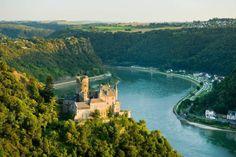 Rüdesheim am Rhein -  Rhine Gorge Valley, Hesse, Germany. WAtch > http://destinations-for-travelers.blogspot.com.br/2015/12/rudesheim-am-rhein-rhinegorge-germany.html