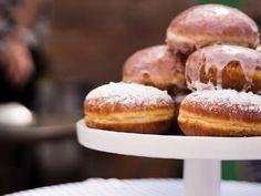 Pączki luksusowe: przepis pradziadka [WIDEO] - Beszamel.se.pl Doughnut, Donuts, Hamburger, Ice Cream, Bread, Sweet, Bakken, Frost Donuts, No Churn Ice Cream