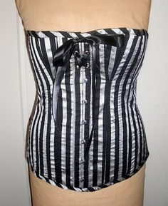 By Alaina Zulli Corset-making may seem like a job only for the professionals, but anyone who can sew a straight line on the sewing machine can do this proj