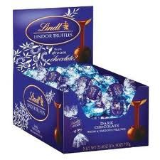 Indulge in Lindor dark truffles - delicious Lindt dark chocolate enrobing delectably smooth centres. Perfect for your everyday special moments, sharing, entertaining or gift giving. Dark Chocolate Candy, Dark Chocolate Truffles, Chocolate Delight, Chocolate Brands, Chocolate Sweets, Chocolate Gifts, Chocolate Covered, Chocolate Recipes, Lindt Truffles