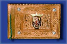 Libro para firmas de cuero repujado y con escudo policromado https://www.facebook.com/CuerosRepujadosDeEulogioBlanco