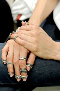 Chanel haute couture rings ~ automne-hiver 2013-2014 à Paris http://www.vogue.fr/