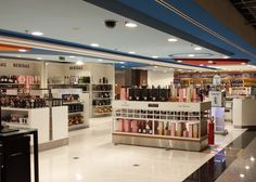 Mostaza Design | Dufry | Brasilia | Duty-free shop | #retaildesign #mostazadesign #dufry #interiordesign #interiors #retail #dutyfree #travelretail #spirits