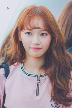 K-Pop Babe Pics – Photos of every single female singer in Korean Pop Music (K-Pop) Kpop Girl Groups, Kpop Girls, Gfriend Sowon, Cute Korean Girl, Yu Jin, Japanese Girl Group, Kim Min, Female Singers, Single Women