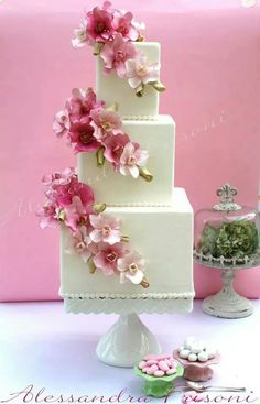 Beautiful floral wedding cake by Alessandra Frisoni. Beautiful floral wedding cake by Alessandra Frisoni. Elegant Wedding Cakes, Beautiful Wedding Cakes, Gorgeous Cakes, Wedding Cake Designs, Pretty Cakes, Floral Wedding, Cupcakes, Cupcake Cakes, Square Cakes