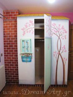 Ζωγραφική σε ντουλάπα σπιτάκι παιδικού δωματίου