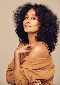 From modeling to acting, there's nothing that Tracee Ellis Ross can't do. Learn about Black-ish star Tracee Ellis Ross' race, net worth, and more. Big Chop, Curled Hairstyles, Cool Hairstyles, Black Hairstyles, Hairstyle Men, Style Hairstyle, Beautiful Hairstyles, Formal Hairstyles, Wedding Hairstyles