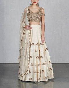 Check out our Off White Ginkgo Lehenga with Cold Shoulder Blouse and Dupatta by ARPITA MEHTA available at Ogaan Online store at special price. This line marries effortlessness with glamour in an unprecedented style Indian Bridesmaids, White Bridesmaid Dresses, Lehenga Designs, Saree Blouse Designs, Blouse Patterns, Indian Dresses, Indian Outfits, Indian Clothes, Sangeet Outfit