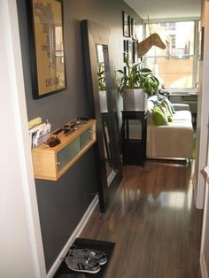 love the entry-way to this small apartment.