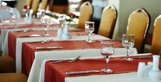 Piano obrusy i serwetki. Obrusy i serwety wykonane z plamoodpornej tkaniny z wykończeniem DuPont. #gastronomia #tablecloth #napkins #restaurant