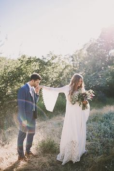 Beautiful Wedding Photos you might want to include in your wedding album   Just married photo ideas   must have wedding photos #weddingphotos #weddingphotoideas #beautifulweddingmoments #uniqueweddingphotoideas