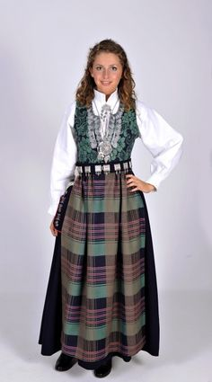 Nordmøre - Ny, sydd til dine mål Norwegian Clothing, Canadian Clothing, Norwegian Wedding, Costumes Around The World, Folk Clothing, Folk Costume, Classy And Fabulous, Ethnic Fashion, Traditional Dresses