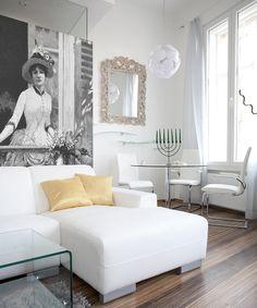 BELLE EPOQUE: Vintage woman wallpaper by Big-trix.pl | #whiteinterior #woman #vintage